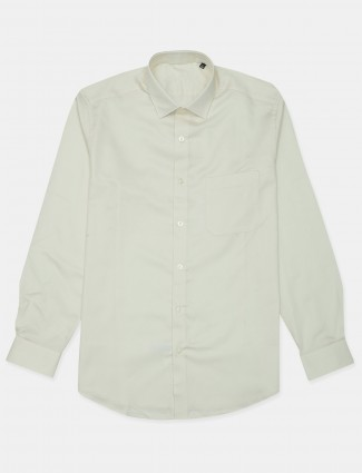 Louis Philippe solid style cotton shirt in off-white hue