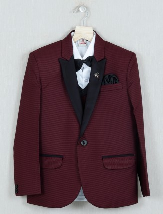 Maroon hue solid terry rayon tuxedo suit