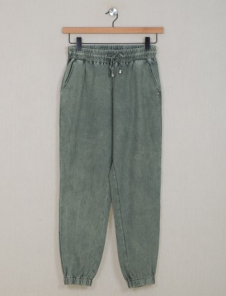 Olive green hue cotton casual jeggings
