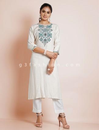 Pretty off white casual look kurti in cotton