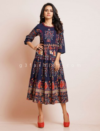 Printed navy blue colored casual kurti in cotton