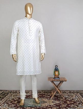 Sober off white kurta set in raw silk