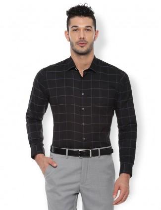 Van Heusen black checks pattern shirt