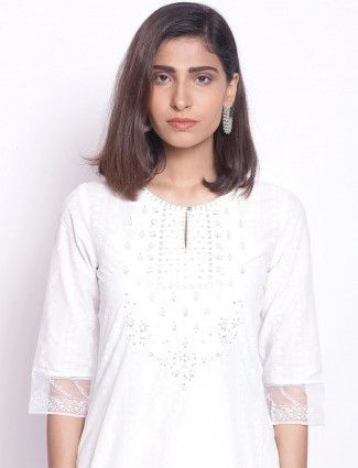 W printed white kurti for day to day look in cotton