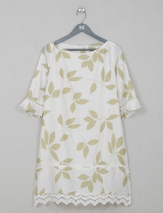White causal wear top in cotton